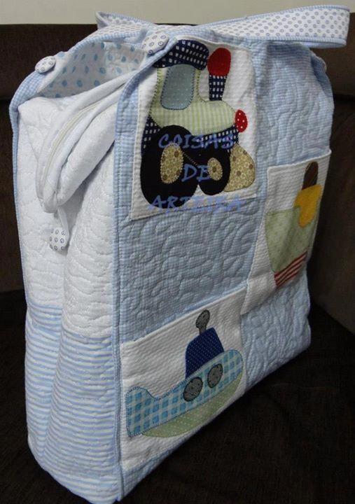 Patchwork e aplique. Bolsa maternidade. Eu fiz os todos os bordados da bolsa. Conjunto da colcha azul bebe.