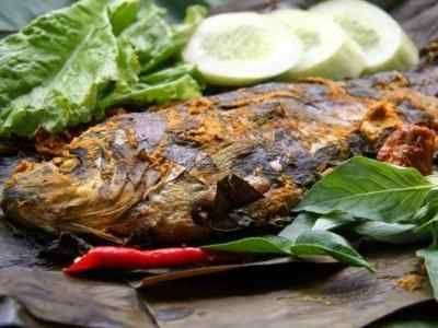 Pepes Ikan Mas - Kumpulan aneka video cara mmbuat dan bikin buat resep pepes ikan mas tulang duri lunak presto daun kemangi bumbu iris ncc khas sunda majalaya paling pedas.