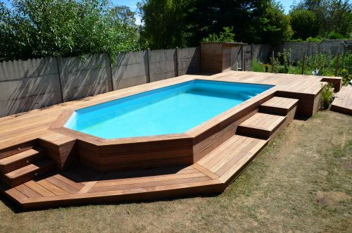 Terrasse en cumaru avec marches pour piscine hors sol                                                                                                                                                                                 Plus