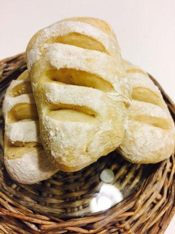 Hoje deu-me para isto, fazer pão com chouriço! Uma receita que queria experimentar, foi a desculpa perfeita para começar o fim-de-semana da ...