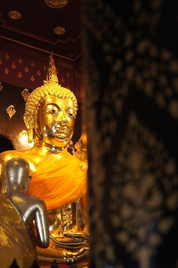 Wat Phra Si Rattana Mahathat Woramahawihan, Phitsanulok, Thailand — by Nayika Kool.