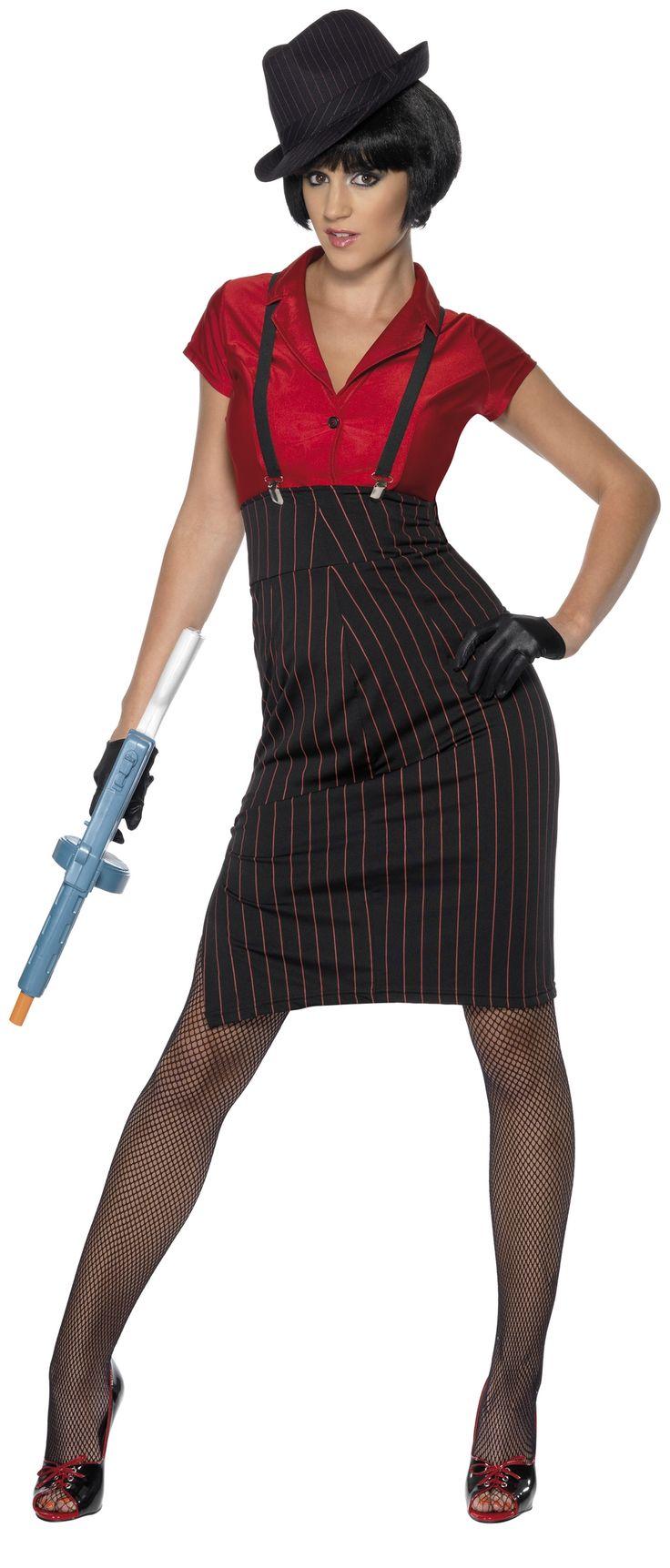 Déguisement gangster femme : Ce déguisement de gangster pour femme haut de gamme comprend la chemise rouge, la superbe jupe assortie rayée noir et rouge, les bretelles pour un effet de style encore plus impressionnant, et pour...