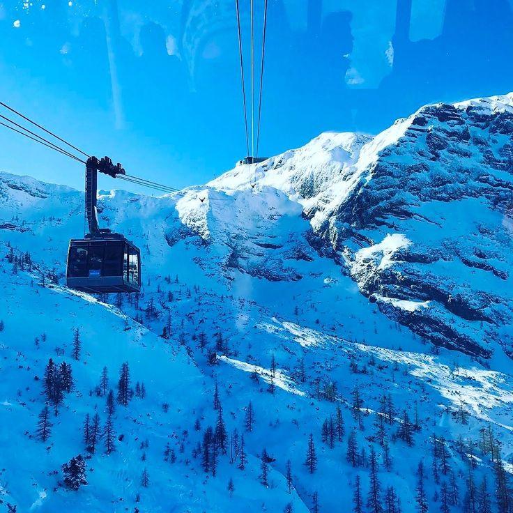 Встречный транспорт   #зима #австрия #альпы #мороз #снег #путешествие #travel #austria #winter #alpen #january #osterreich