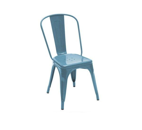 A Chair è una sedia di Xavier Pauchard per TOLIX, realizzata in lamiera d'acciaio inox laccata a polvere disponibile in diversi colori. A Chair è una sedia assolutamente iconica, un vero mito del design industriale. Affascinanti echi retrò conquistano lo spazio domestico e delineano i profili simbolici di un ambiente unico e creativo, grazie a questo simbolo di stile, immancabile dettaglio in una casa dall'impronta