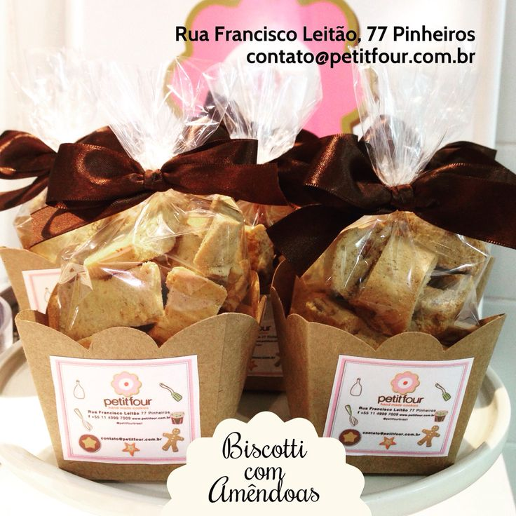 Biscotti and Cantucci biscuits. Biscoitos italianos com amêndoas para acompanhar café e chá da tarde. contato@petitfour.com.br