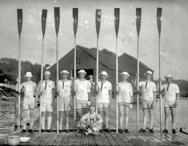 Команда гребцов «Гарварда», 1915 год.