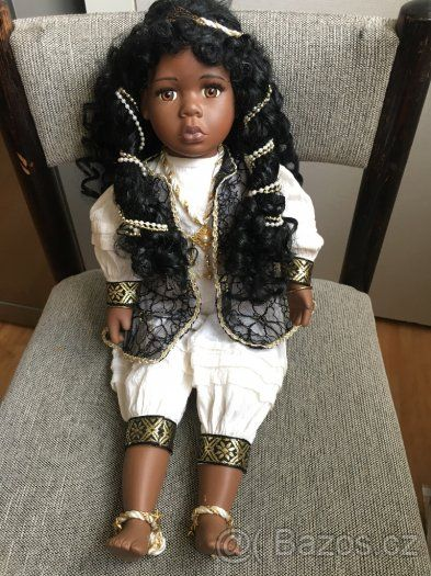 Porcelánová panenka černoška z kolekce United FriendsREZERVA - 1