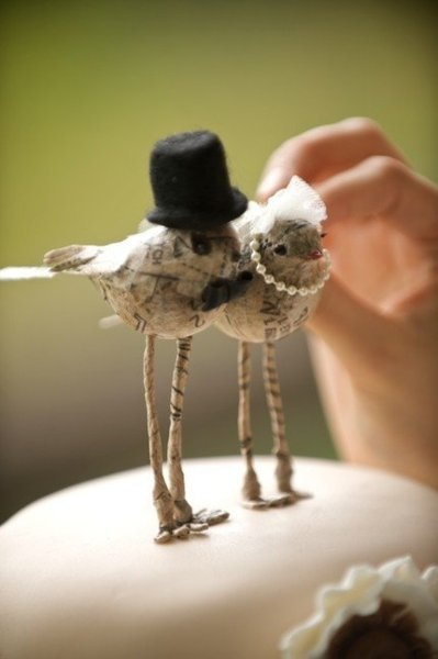 Handmade wedding cake toppers made from wire & felt. Gorgeous.