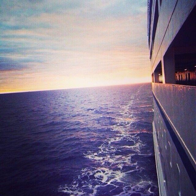 Kaunis hetki kannella! #sea #meri #auringonlasku #instamoments #kevat #stpeterline #princessmaria #koepietari