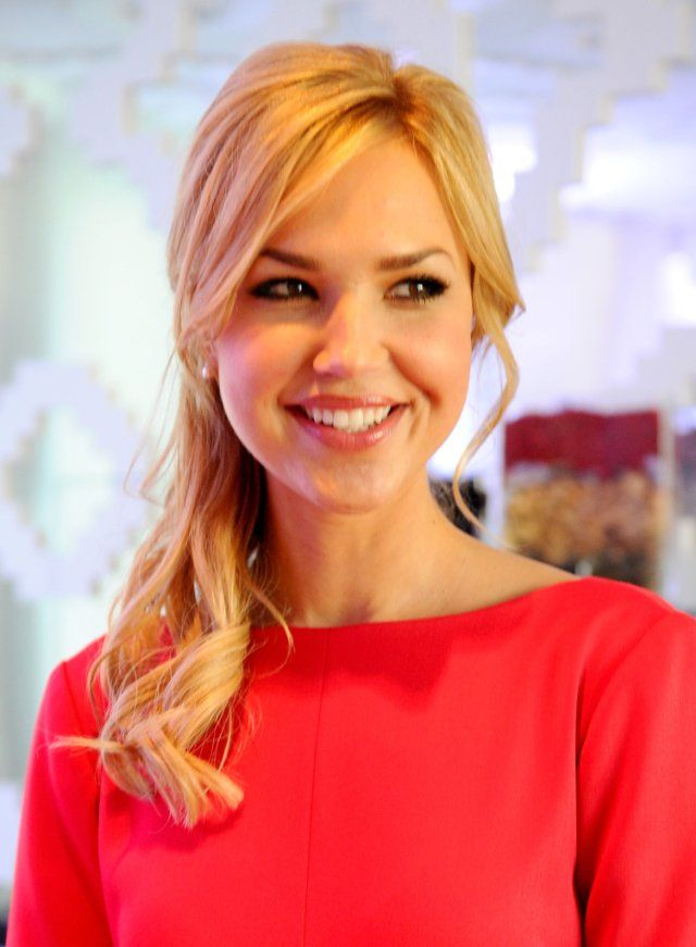 Arielle Kebbel - Love her hair