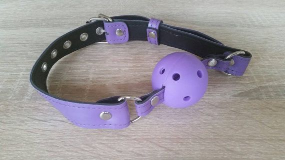 Sieh dir dieses Produkt an in meinem Shop an http://www.fetish-ecke.com/collections/knebel/products/ballknebel-lila-veggi
