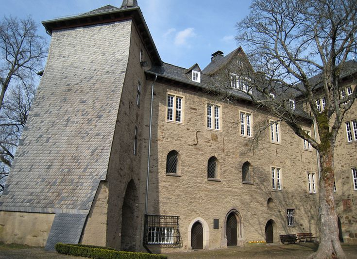 The Northern wing of the upper castle in Siegen, the 'Oberes Schloss'. This so called bishop's house still originates from the middle ages when the counts of Nassau had to share power over this land with the archbishop of Cologne - and shared their residence with the competitors in one and the same castle.
