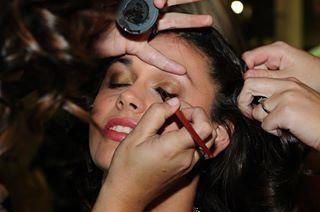 40 min make over hair, nails and make up