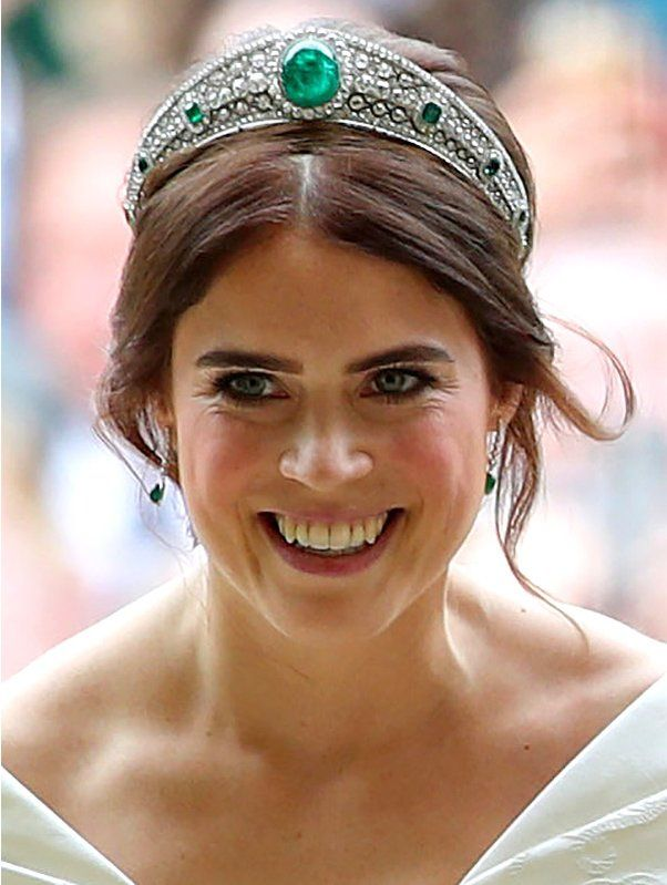 princess eugenie skips wedding veil in favor of emerald embellished tiara borrowed from the queen s collection royal crown jewels royal tiaras eugenie wedding royal crown jewels royal tiaras