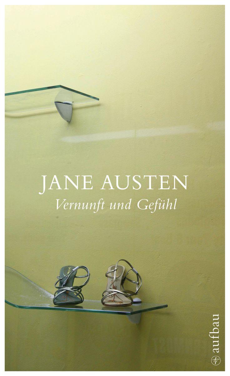 """In """"Vernunft und Gefühl"""" von Jane Austen stehen die beiden Schwestern Elinor und Marianne Dashwood nach dem Tod ihres Vaters beinahe mittellos da. Kein Wunder also, dass sie sich nach einer guten Partie umsehen. Doch wie verschieden sind die beiden Schwestern. Während Elinor all ihren Verehrern kühl gegenübertritt, schwärmt die hübsche Marianne von der romantischen Liebe. Und Marianne scheint auch das große Los gezogen zu haben.  Mehr dazu…"""