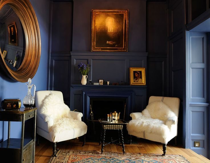 Some Serious Interior Inspiration From Caroline Cobbold Loving The Dark Blue Walls Gold Living