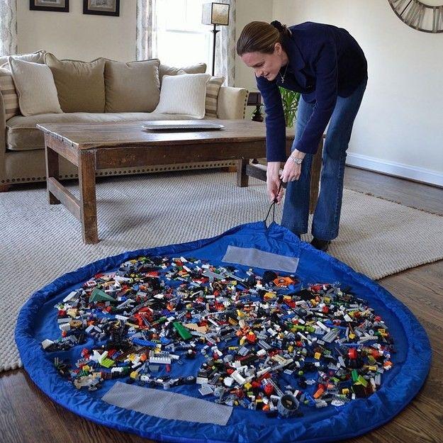 Детская комната: 26. Интересная идея: Матт-мешок для Лего, чтобы быстро прибирать детали конструктора