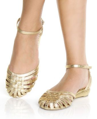 gold shoes. i love. #shoes If anyone knows where I could get these or something…