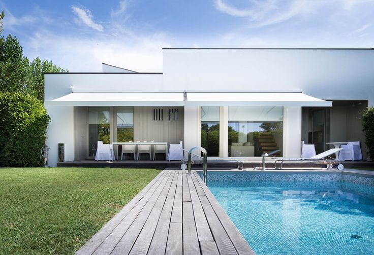 KE manufactures a wide range of sun awnings, covers and Venetian blinds. Discover our high-quality products and enjoy your outdoor living: learn more!