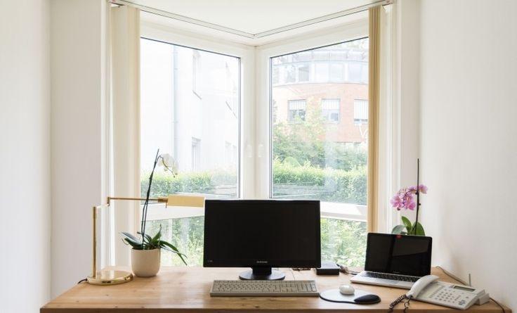 Arbeitsplätze und ein Büroraum in schickem Büro in Meerbusch #Büro, #Bürogemeinschaft, #Office, #Coworking, #Dusseldorf, #Düsseldorf