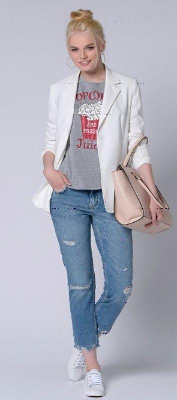 Серый пиджак, футболка с принтом, темные джинсы, бежевая сумка, серые туфли