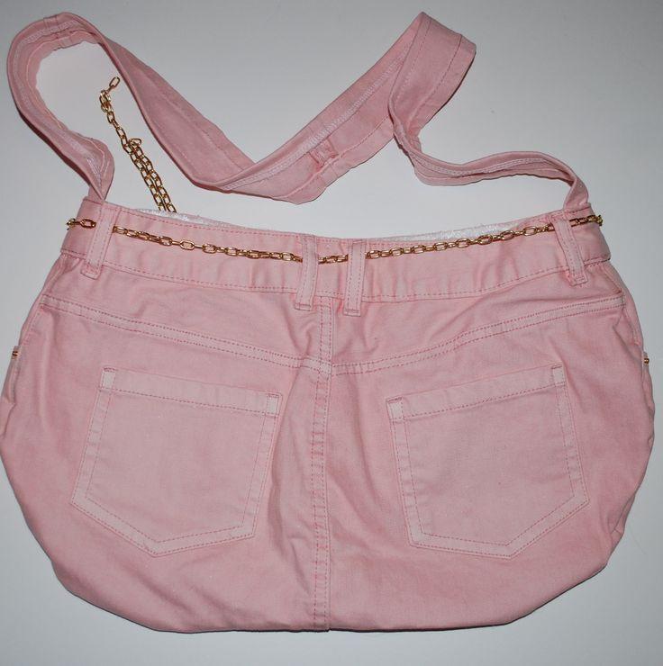 Unik rosa bag, Leonora
