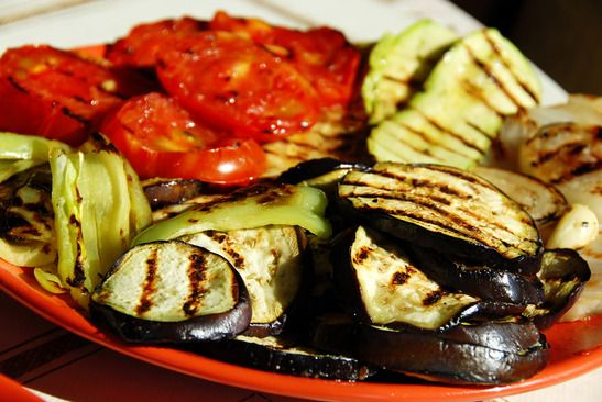 Grilled vegetables, I love the italian cuisine Grilled Tomatoes, Grilled Vegetables, Grilled Eggplant, Baked Eggplant, Stuffed Hot Peppers, Grilling Recipes, Tofu, Italian Recipes, A Table