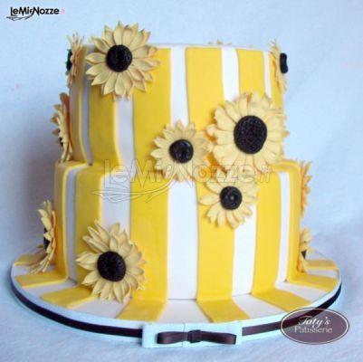 http://www.lemienozze.it/gallerie/torte-nuziali-foto/img21618.html Torta nuziale gialla con girasoli per un matrimonio estivo