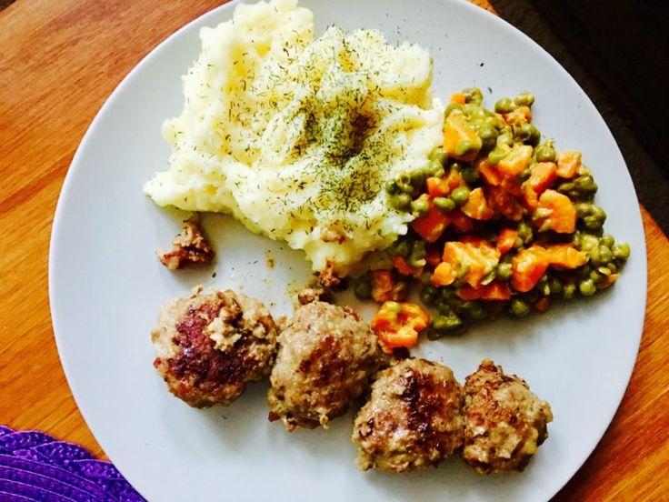 Szwedzkie klopsiki z duszonymi warzywami - zgara.pl #szwedzkieklopsiki #pork #lunch #swedenfood