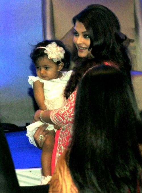 http://contentwithpictures.com/aishwarya-rai-baby-photos/  Aishwarya Rai baby photo