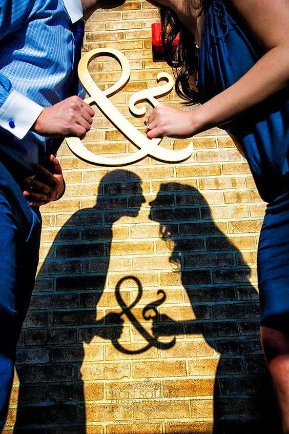 "Más y más parejas están incluyendo la sombra y la silueta en sus fotos su compromiso o una sesión de ""Save-The-Date""."