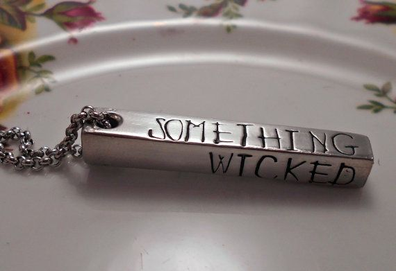 Collier de quelque chose de méchant Something par WickedWordsmithCo