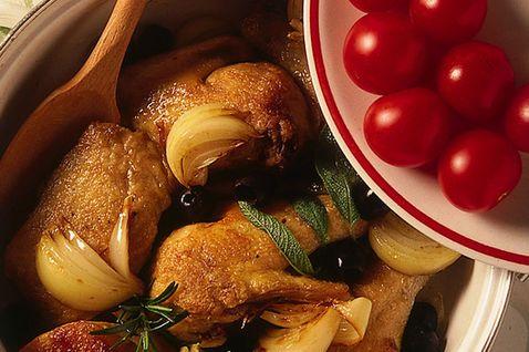 Puglia - Pollo alla pugliese con pomodorini, peperoncino e vino bianco.