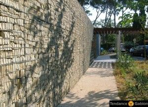 1000 id es sur le th me mur en gabion sur pinterest piscine muret cloture maison et banc jardin. Black Bedroom Furniture Sets. Home Design Ideas
