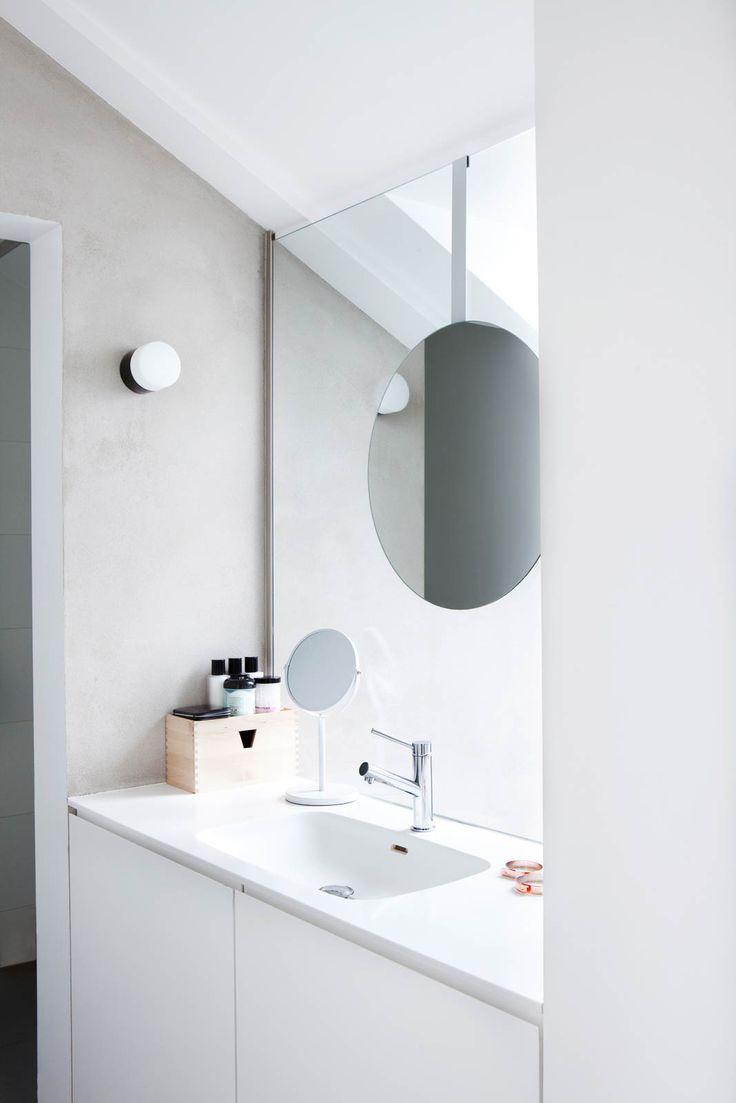 Black worms in bathroom - Very Clever Loft Bathroom