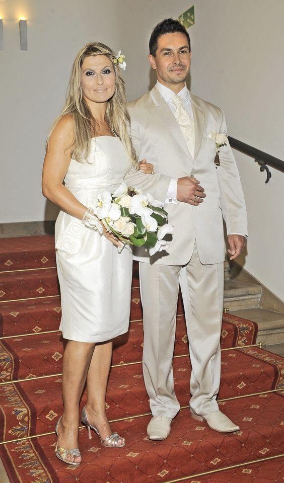 Ślubne zdjęcia gwiazd  Katarzyna Skrzynecka i Marcin Łopucki wzięli ślub w 2009 roku