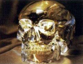水晶髑髏    ミッチェルへジスがメキシコで見つけ、娘のアンナにプレゼントしたクリスタルスカル。紀元後1500年に作られたとしている。