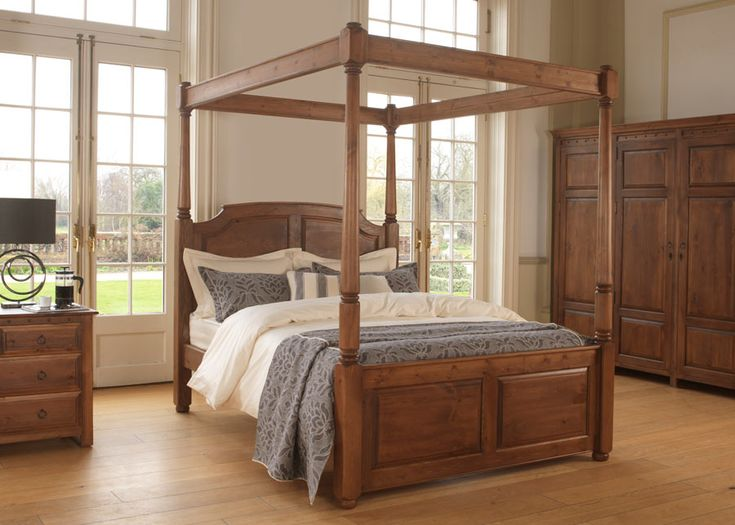 The Windsor is a handmade four poster bed that looks just right with almost any size of bedroom and decor. The Windsor is an incredibly elegant four-poster bed. It's not too big (the open canopy makes it feel luxuriously light and airy). Nor is it too small. So if you love the design and want a bigger bed (up to 8ft Caesar size), that's no problem either. #bigbeds