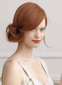 Coque baixo lateral: sugestão de penteado para formatura. Foto:Divulgação