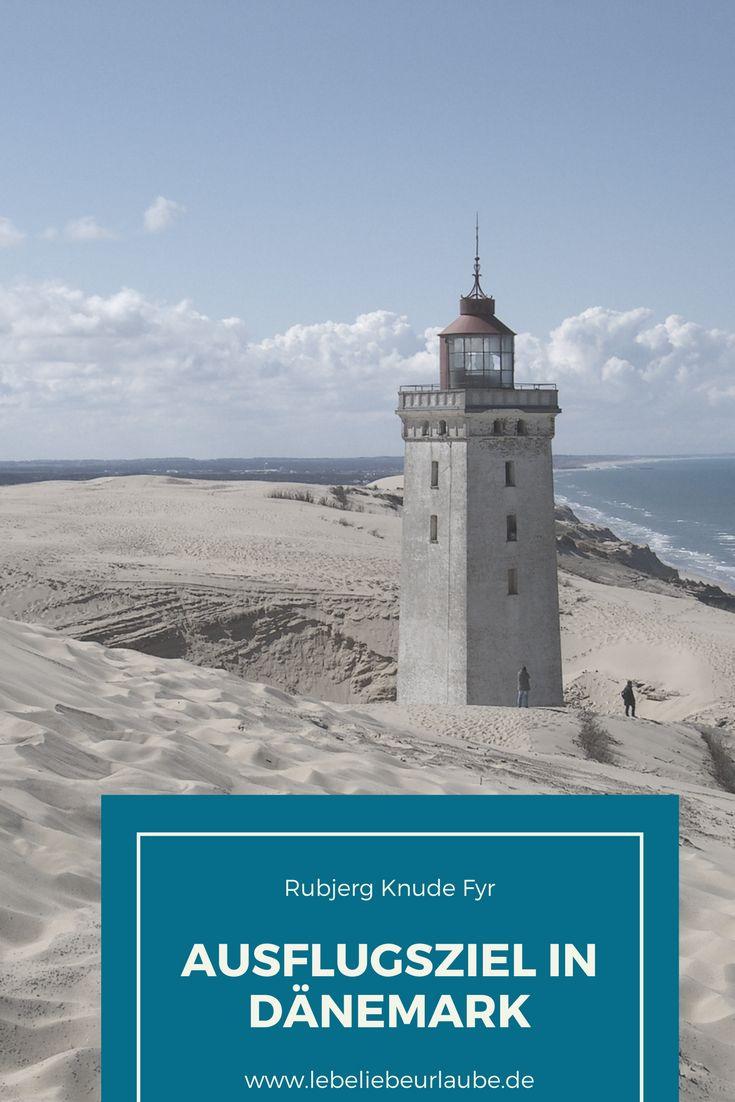 Schnell noch einmal hin, bevor er ins Meer stürzt. Denn der Leuchtturm von Rubjerg Knude steht gefährlich nah an der Steilküste. Wir fanden ihn so beeindruckend, dass wir gleich mehrfach dort waren.