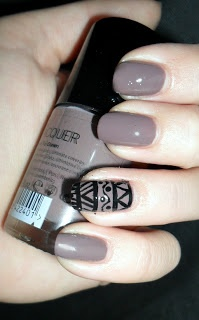 azara beauty with incredible nails with aztec print