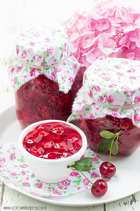 Pretty homemade jelly packaging.