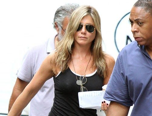 Jennifer Aniston en un descanso del rodaje de Squirrels to the Nuts ~ ActorsZone