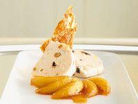Parfait von Nougat de Montelimar mit karamellisierten Äpfeln