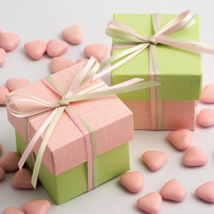 Boite à dragées rose pale et vert anis