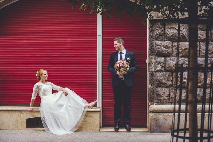Judit és Gábor esetében a kreatív fotózás nem az esküvő napjába lett besűrítve, hanem még a szertartást megelőző napok egyikében készítettük el a sorozatot.