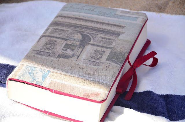 Livro com capa Blooma
