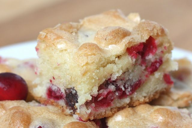 Cranberry Cake recipe 3 eggs 2 cups sugar 3/4 cup butter, softened 1 teaspoon vanilla 2 cups flour 12 oz fresh cranberries
