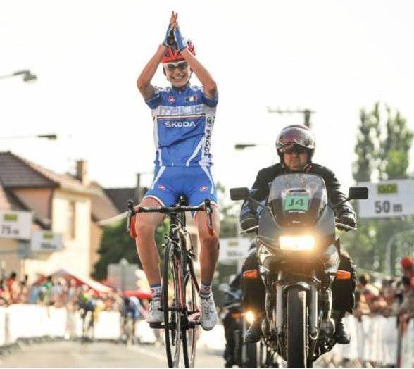 Due scalatrici, una italiana e una straniera insieme ad una giovane atleta francese, sono gli ultimi innesti del Team #YellowFluo Ladies 2015   http://www.mondociclismo.com/ciclismo-femminile-nuovi-arrivi-per-il-team-ale-cipollini-galassia-20141106.htm   #ciclismo #Cauz