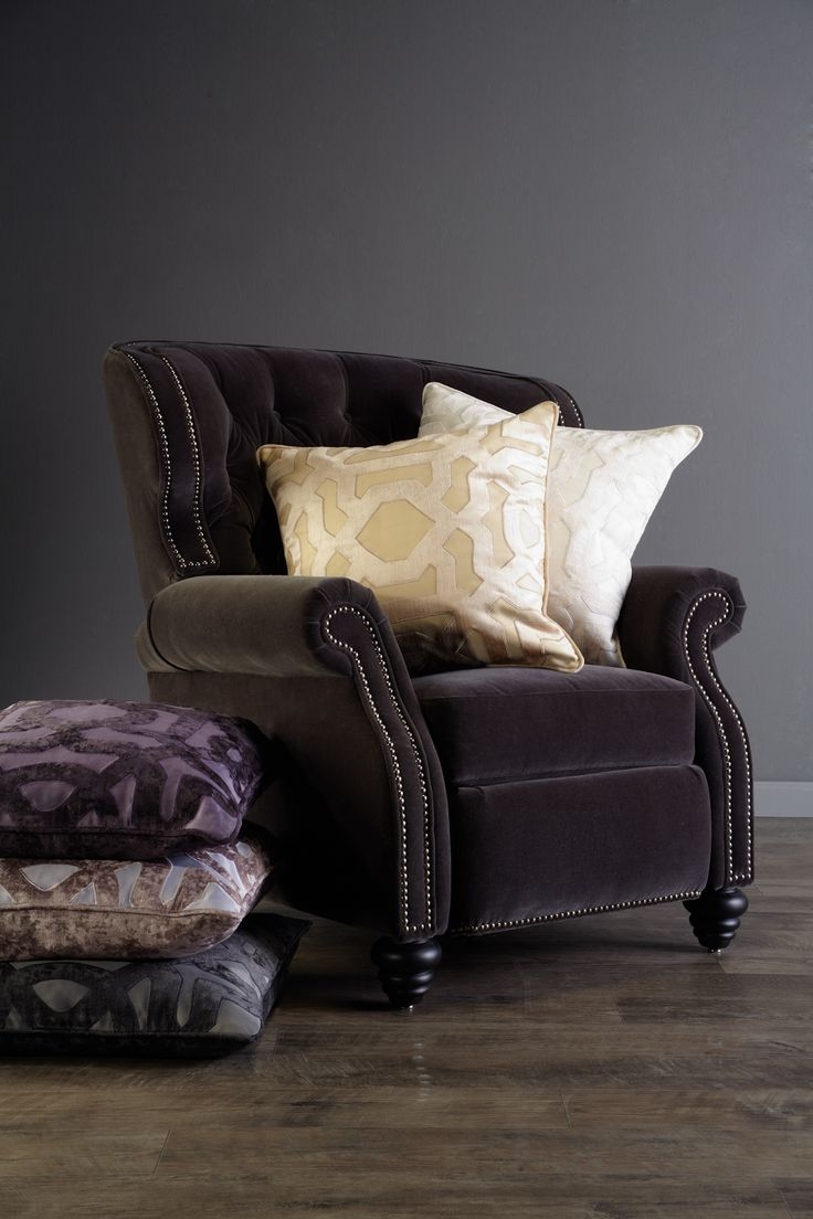 Great looks meet superior comfort and exceptional functionality with our Hayes Recliner.